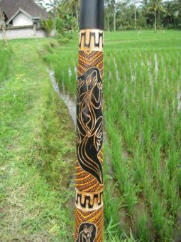 Didgeridoo Teak 2011 geschnitzt und bemalt